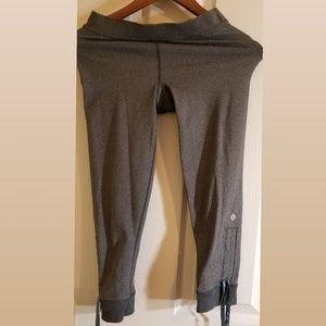 LULULEMON Leggings (3/4s) Size XS Gray